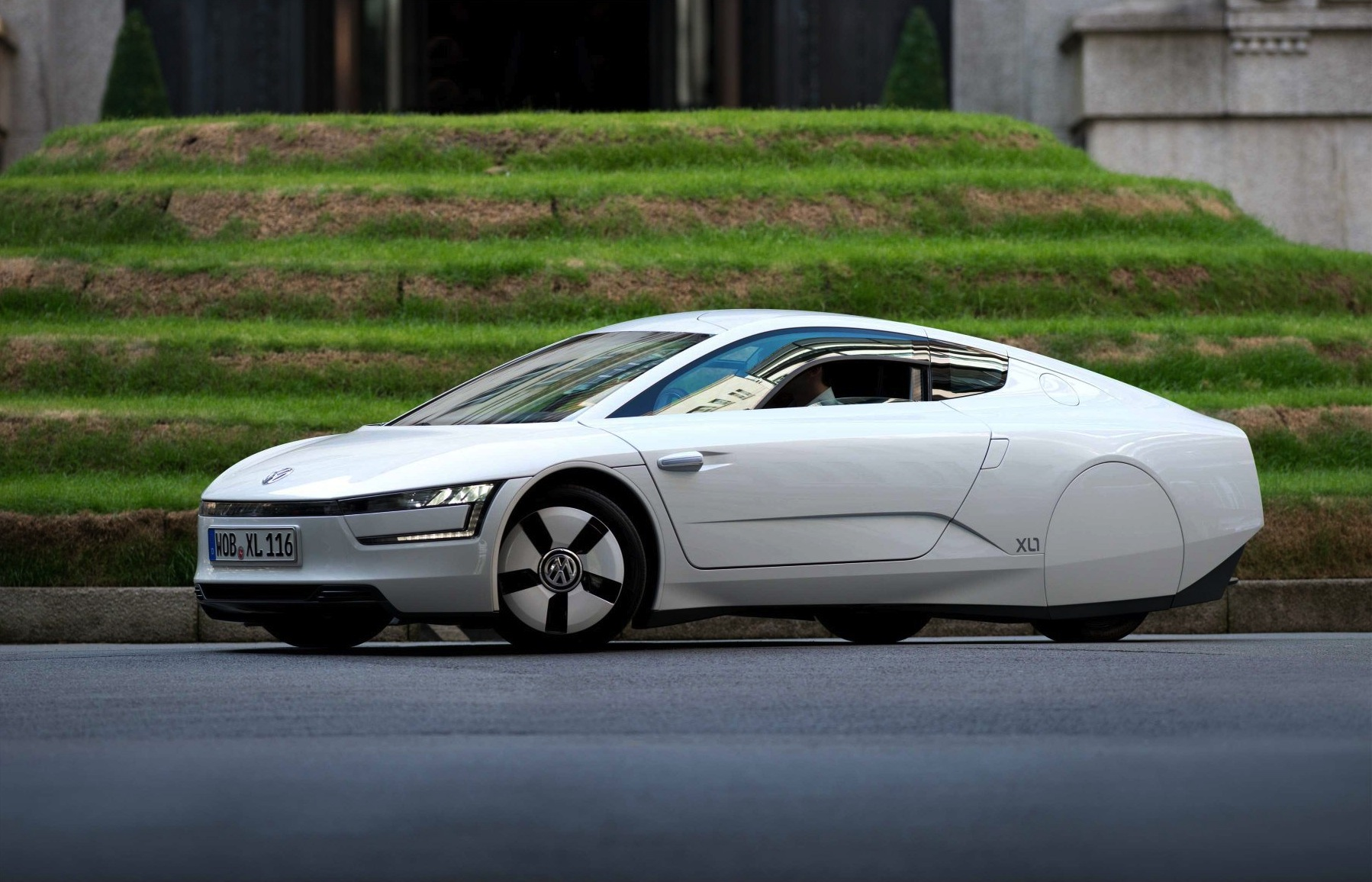 why the volkswagen xl1 is better than a le mans racer engagesportmode. Black Bedroom Furniture Sets. Home Design Ideas