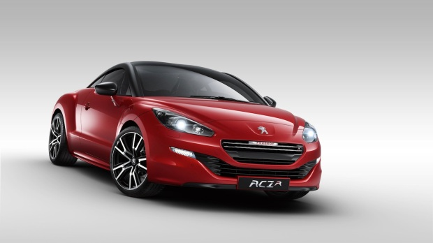 Blood brothers. Source of the 308 R's powertrain - the RCZ R.