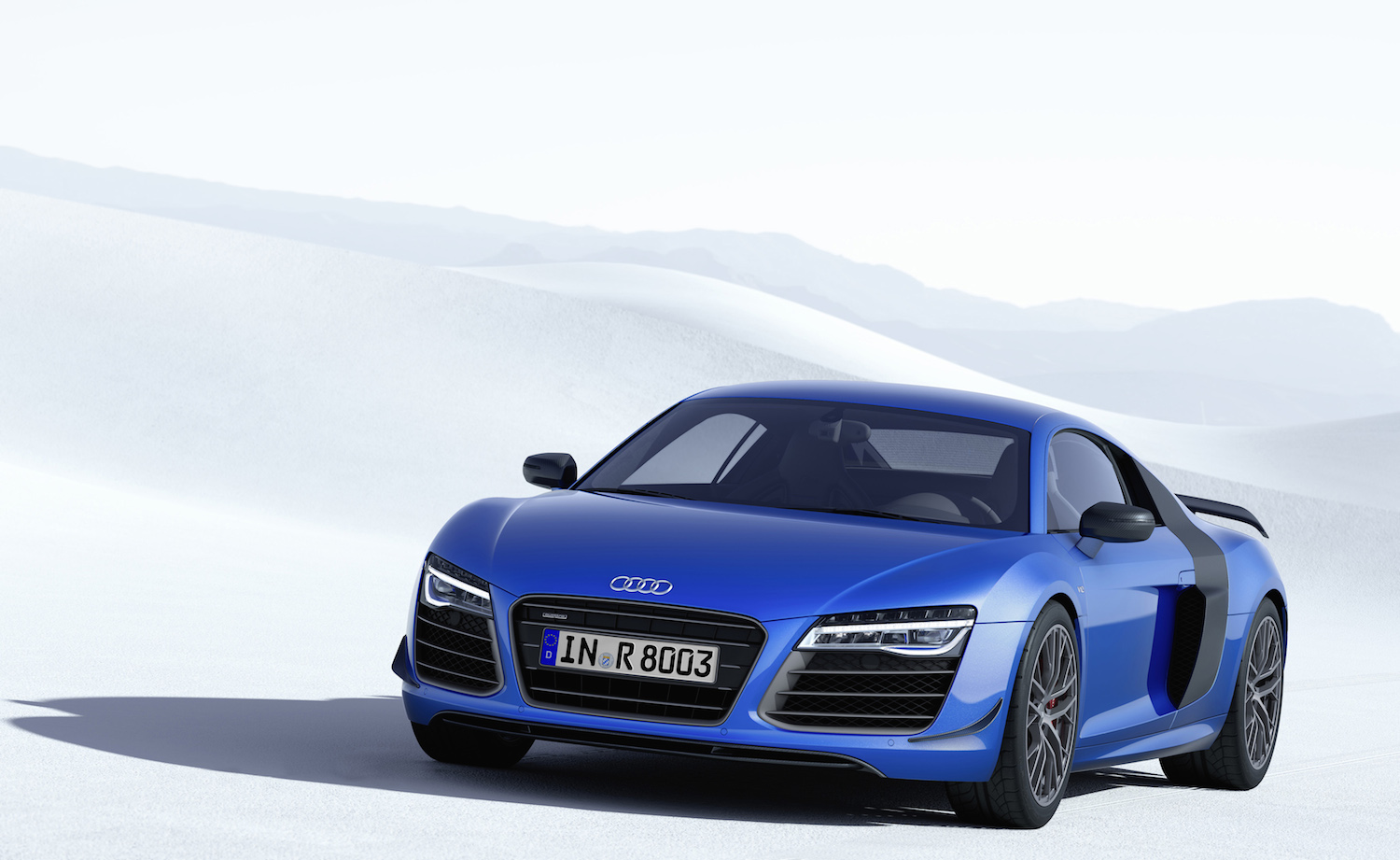 Based on the already rather special r8 v10 plus yes the one from that advert the lmx gains an extra 20 bhp and a veritable banquet of carbon fibre