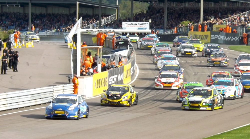 Giovanardi makes a clean getaway, whilst Turkington has an epic start