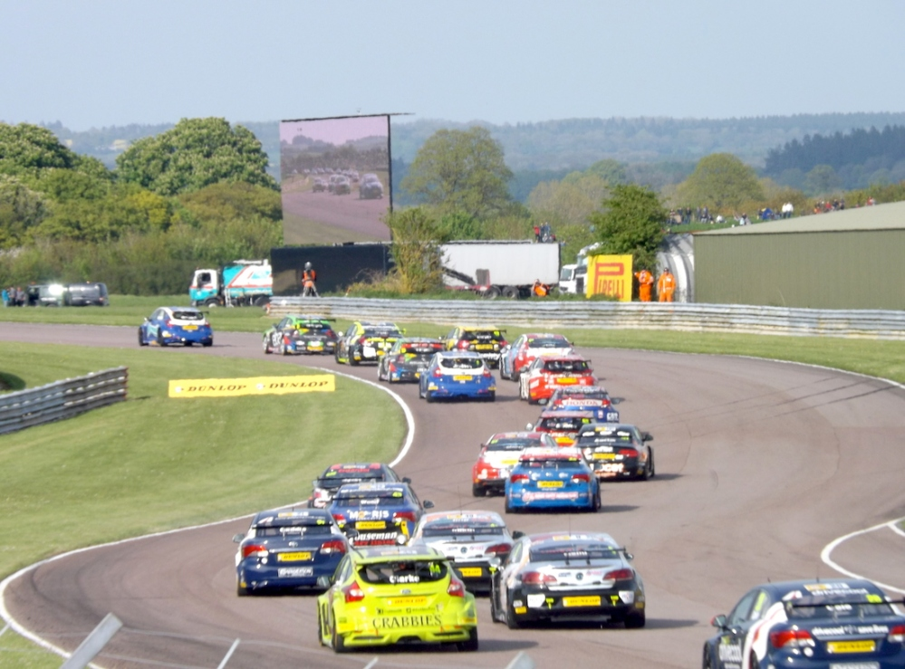 Turkington already has Gio in his sights after only two corners.