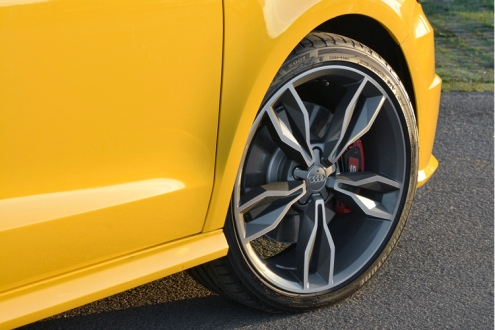 Like this, but red brake calipers need to go.