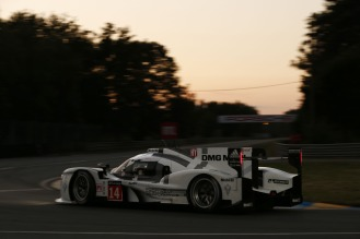 Daylight starts to turn to night for the #14 Porsche 919