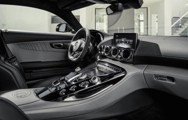 2015 Mercedes-AMG GT Interior 004