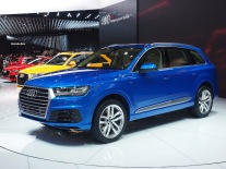 Audi Q7 in blue; like the leaked promo photos.