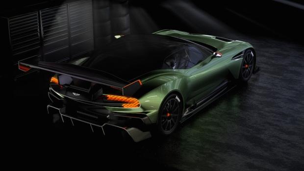 2015 Aston Martin Vulcan_02