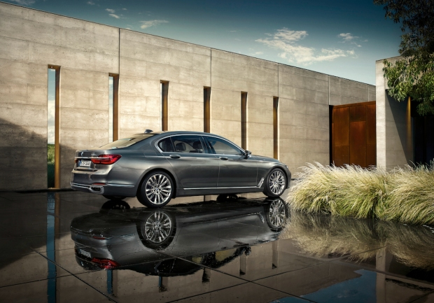 2016 BMW 7 Series G11-G12 002