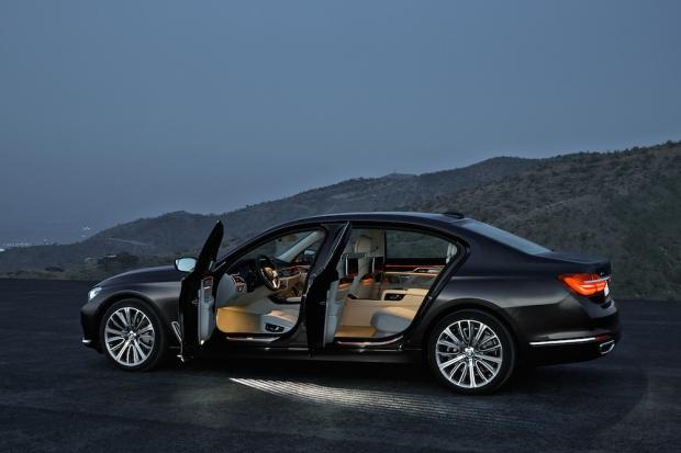 2016 BMW 7 Series G11-G12 003
