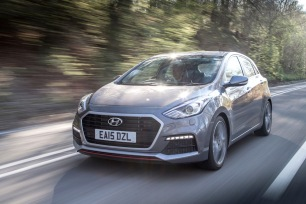 2016 Hyundai i30 Turbo vs 003
